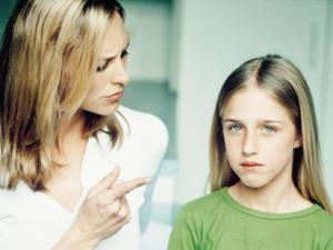 При возникновении проблем между ребенком и взрослым, может понадобиться коррекция отношений