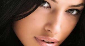 Соблазнительная и сексуальная женщина