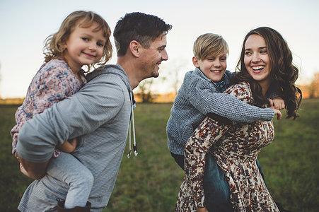 Психологический семейный тренинг для получения новых навыков общения в семье