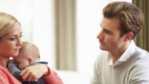 Молодая мать отодвигает отца ребенка на периферию отношений
