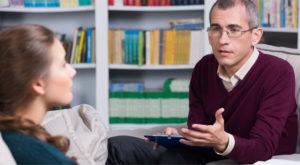 Психолог дает консультации по разным тематикам