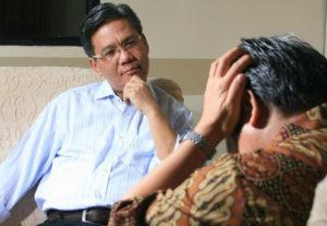 Психолог помогает справиться со стрессовой ситуацией