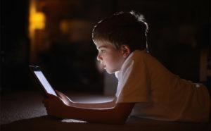 Поинтересуйтесь у детей их эмоциями, связанными с гаджетами