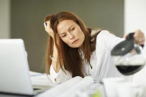 Чувство постоянной усталости и нехватки энергии могут быть проявлениями психологического  перенапряжения или депрессии