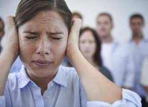 Тревожное расстройство может сопровождаться головной болью