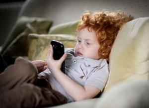 Дети используют свои гаджеты чтобы избежать негативных эмоций