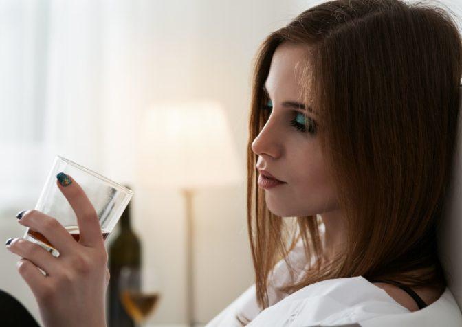 Женский алкоголизм ломает жизни