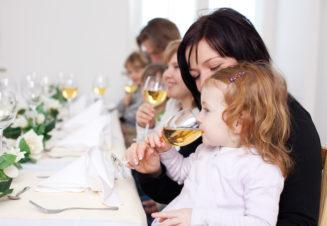 Ребенок в семье, где имеются один или более членов, страдающих алкогольной зависимостью