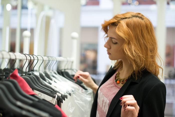 Трудности при выборе и принятии решения: покупка одежды