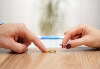 Расторжение брака скрывает за собой множество незаметных на первый взгляд последствий