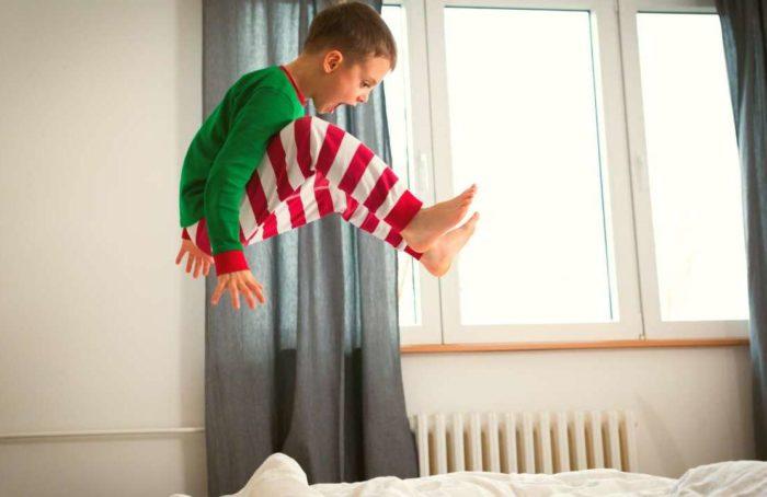 Воспитывая ребенка с синдромом гиперактивности, все члены семьи испытывают эмоциональные перенапряжения.