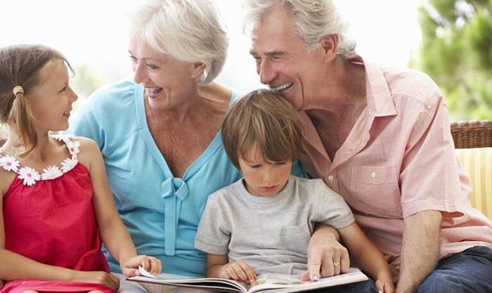 Участие бабушек и дедушек в воспитании внуков – это нормальная и полезная практика. Но старшее поколение должно хорошо понимать допустимые границы, отведенные им в воспитании ребенка, и не переступать их.