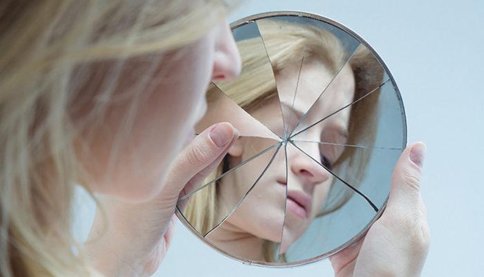 Нездоровая самокритика постепенно разрушает нашу личность