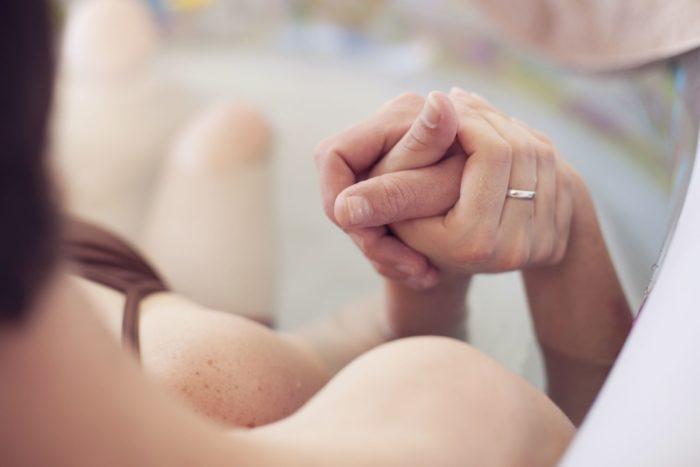 Присутствие мужчины во время родов может привести к ряду негативных последствий.