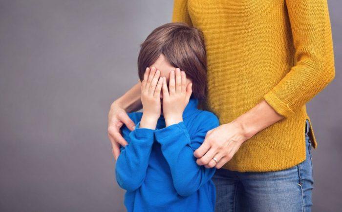 Тревожное поведение детей проявляется скрытыми признаками, которые важно распознать