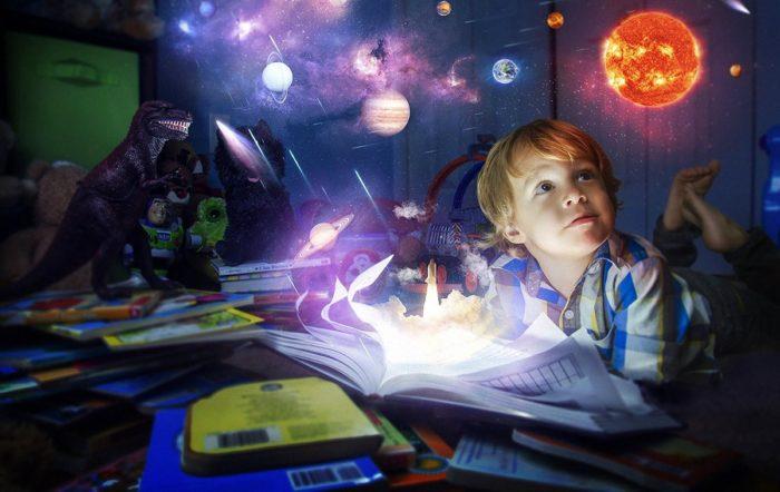 Вера в чудеса развивает воображение ребенка, учит его мечтать и достигать целей во взрослой жизни.