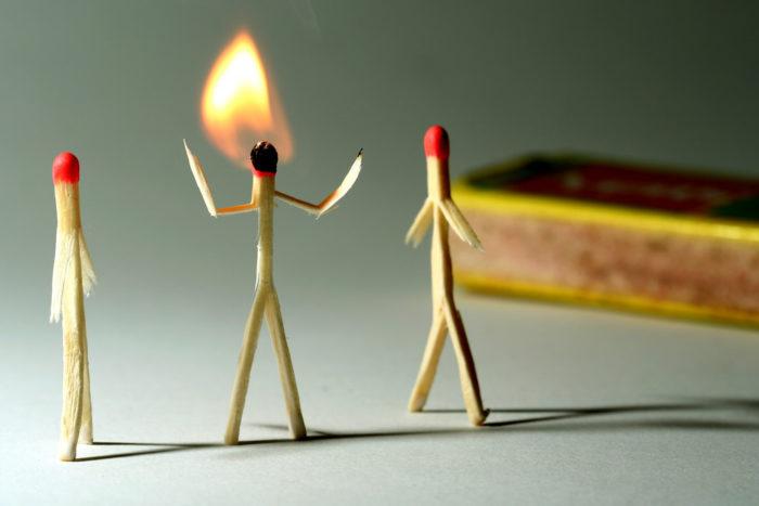 Профессиональное выгорание проявляется рядом специфических симптомов, на которые следует адекватно реагировать.