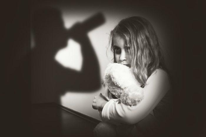 Алкоголизм в семье создает предпосылки для развития виктимности у ребенка