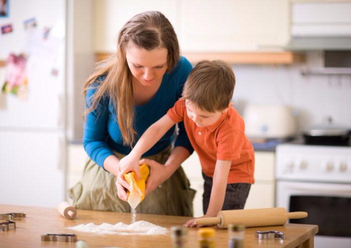 Во время кризиса трех лет ребенок пытается утвердиться в своей самостоятельности, его важно понимать и содействовать этому