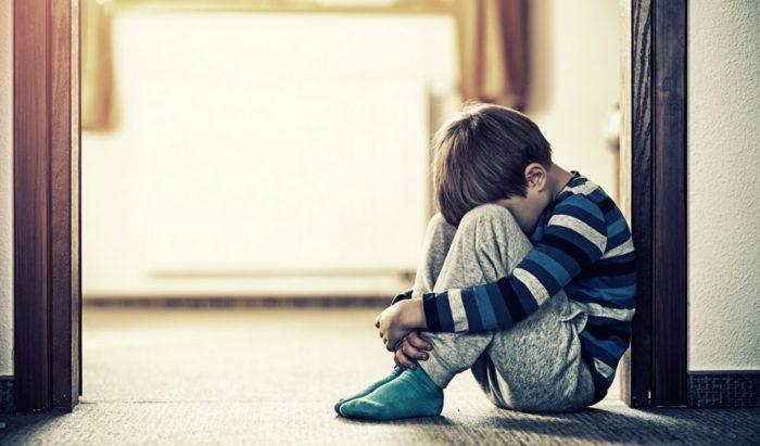Насилие над ребенком может приобретать неочевидные формы, но последствия его не менее опасны для психики