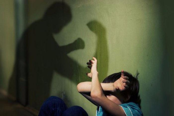 В детях, с которыми жестоко обращаются родители, развивается комплекс потенциальной жертвы