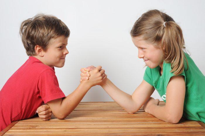 Ребенка не следует хвалить путем сравнения с другими детьми