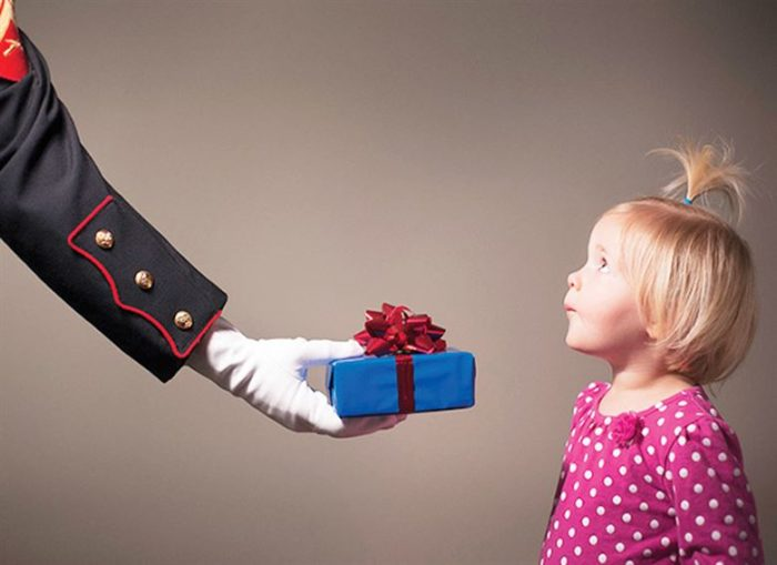 Неумение взрослых высказывать свои чувства выражается в избыточном количестве подарков