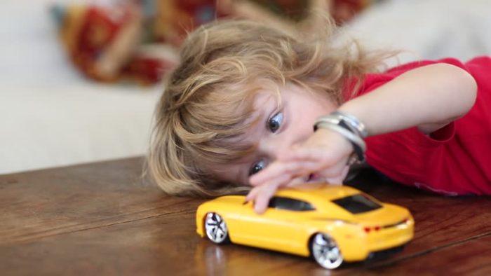 В чрезмерном количестве подарки притупляют детскую фантазию – ребенок разучивается желать