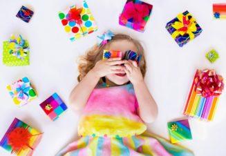 Избыточное количество подарков меняет психологию ребенка, и по мнению большинства психологов – не в лучшую сторону.